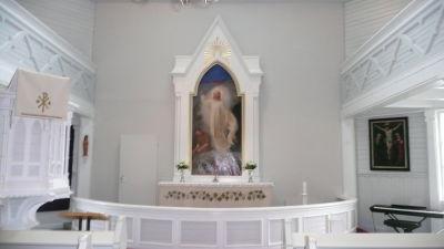 Altaret i Strömfors kyrka i Lovisa.