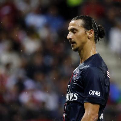 Zlatan Ibrahimovic skadar sig i PSG 2014.