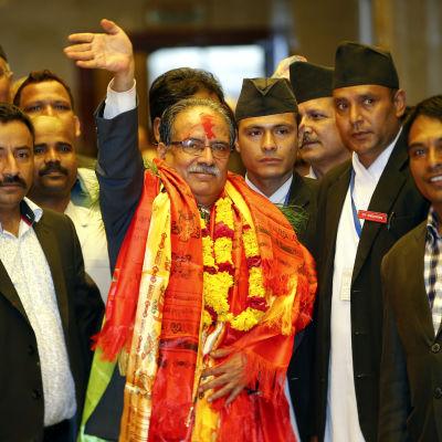 Pushpa Kamal Dahal som går under namnet Prachanda slöt fred med regeringen år 2006 efter ett tio år långt inbördeskrig som krävde över 17 000 dödsoffer