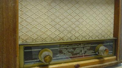 gammal radioapparat