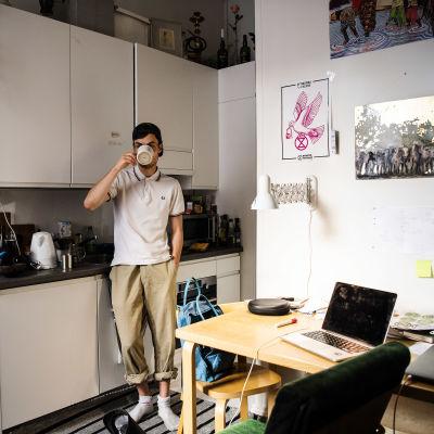 Anton Keskinen kotonaan.