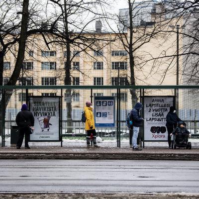 Helsingin Kalliossa käytettiin kasvomaskeja 16. maaliskuuta.