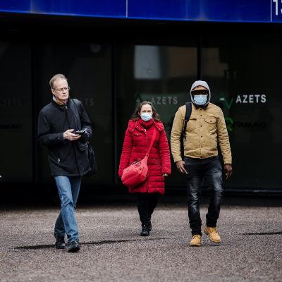 Helsingin keskustassa käytettiin kasvomaskeja 26. helmikuuta.