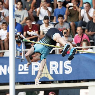 Stavhopparen Renaud Lavillenie får inte kämpa om EM-guldet på hemmaplan.