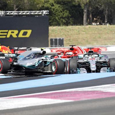 Sebastian Vettel kör in i Valtteri Bottas.