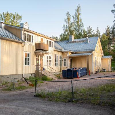Sannässkola bakgård