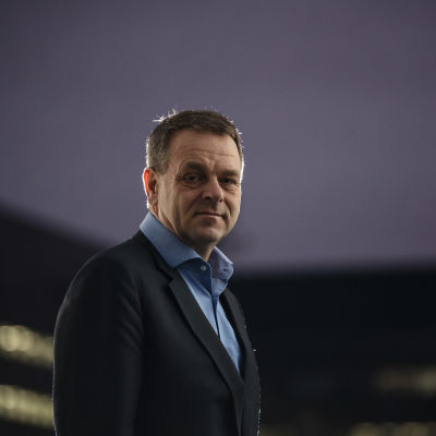 Jan Vapaavuori kuvattiin Ylen Pasilan toimispisteen sisäpihalla 25. marraskuuta 2020.