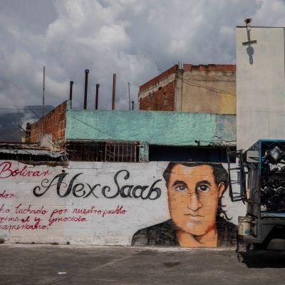 Alex Saabin piirretty kuva seinässä Caracasissa.