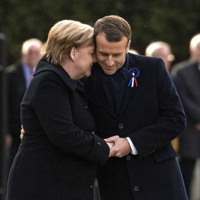 Angela Merkel och Emmanuel Macron i Frankrike den 10 november 2018.
