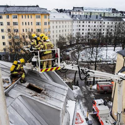 Vaasankadulla sammutettiin kytemään jäänyt ullakkopalo 16. maaliskuuta.