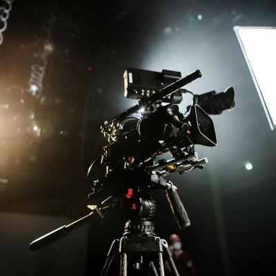 En videokamera i en studio.