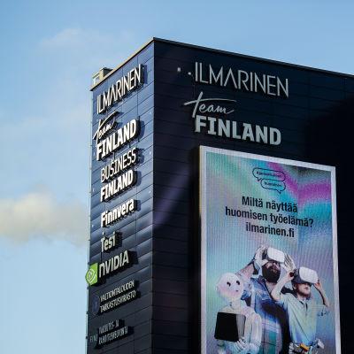 Muun muassa Business Finlandin kyltti on kuvattu Helsingin Porkkalankadulla joulukuussa 2020,