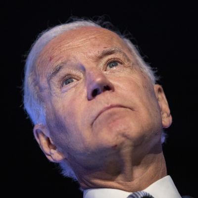 Den förre vicepresidenten Joe Biden talade till fackliga aktivister i Los Angeles på fredagen (4.10).