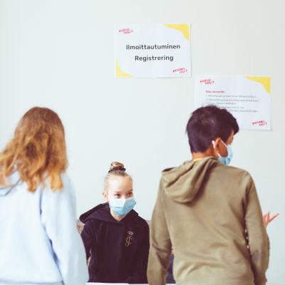 Koululaiset äänestivät nuorisovaaleissa Katajanokan ala-asteella Helsingissä 19. toukokuuta.