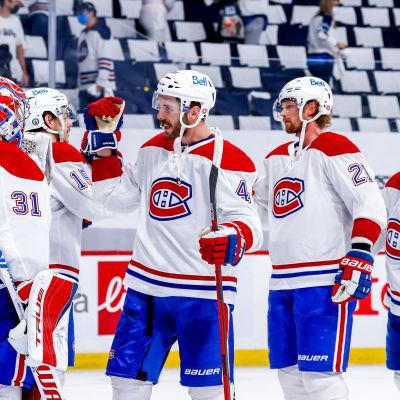 Montrealin pelaajat juhlivat voittoa