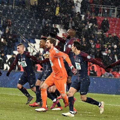 PSG-spelare jublar efter seger.