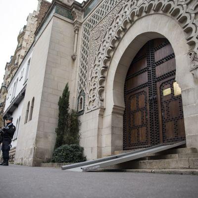Pariisin suuri moskeija, Grande Mosquée de Paris, on yksi sadoista moskeijoista, joka viikonlopun aikana avaa ovensa yleisölle.