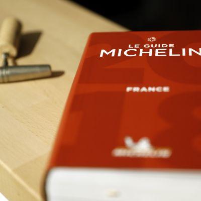 Den franska Michelinguiden för 2018.