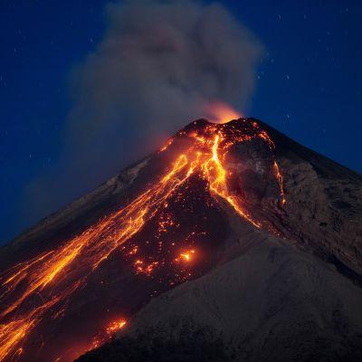 Volcan de Fuego hör till Centralamerikas mest aktiva vulkaner. Det här är redan det andra utbrottet i år på den över 3 700 meter höga vulkanen