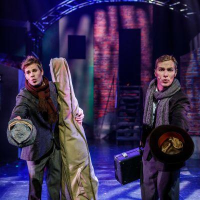 Ville Seivo som Jerry och Oiva Nuojua som Joe.