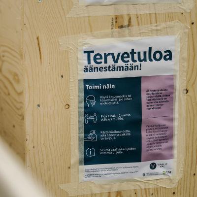 Ennakkoäänestystä ulkoäänestyspaikalla Helsingissä 26. toukokuuta.