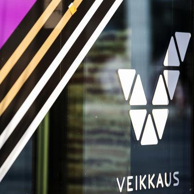 Veikkauksen logo on V-kirjaimen muotoinen.