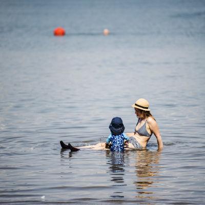 Hietaniemen uimarannalla Helsingissä vietettiin hellepäivää 15. heinäkuuta.