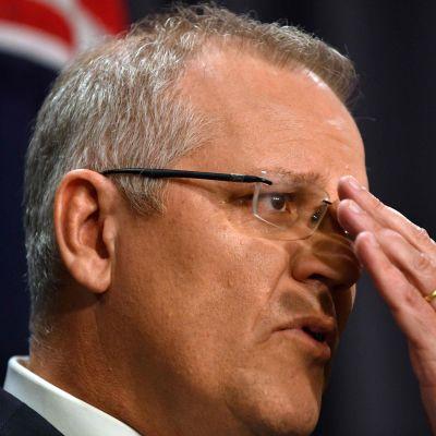 Premiärminister Scott Morrison var märkbart rörd då han framförde statens ursäkt i ett tal i parlamentet.