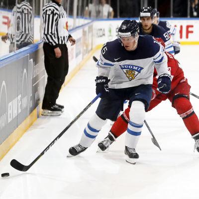 Miro Aaltonen är tillbaka i VM-rinken när Finland möter Schweiz.