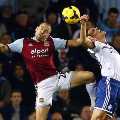 Joe Cole flyttar från West Ham till Aston Villa.