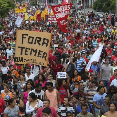 Demonstration mot Michel Temers regering i Sao Paulo 22.5.2016
