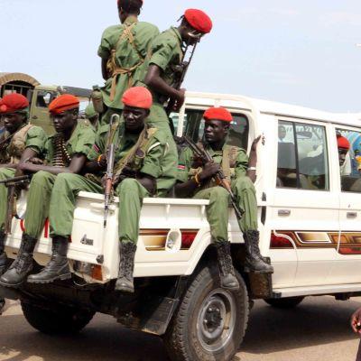Soldater lojala till vicepresident Riek Machar återvänder till Juba efter fredsavatal.