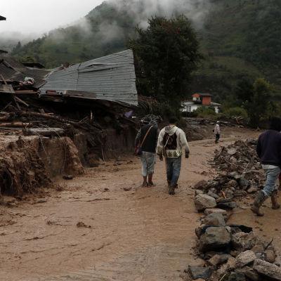 Orkanen Earl drabbade distriktet Huauchinango i delstaten Puebla särskilt hårt. Minst 28 av de 38 bekräftade dödsoffren omkom i Puebla