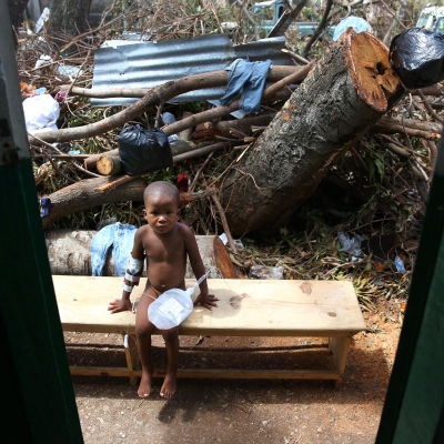 FN vädjar om nödhjälp till 1,4 miljoner haitier. Katastrofen efter orkanen Matthews förvärras av en koleraepidemi som sprids snabbt, särskilt bland barn