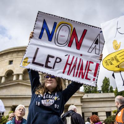 Demonstrant mot Le Pen inför presidentvalet
