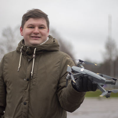 Linus Westerlund flyger drönare som hobby och som en del av jobbet