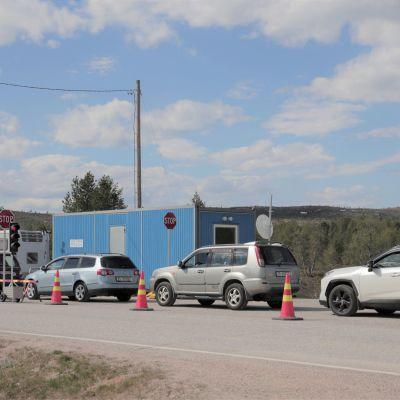 Autojono Norjan rajalla Näätämössä.