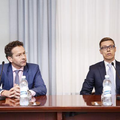hollands finansminister Luis de Guindos och Alexander Stubb på gemensam presskonferens i Helsingfors.