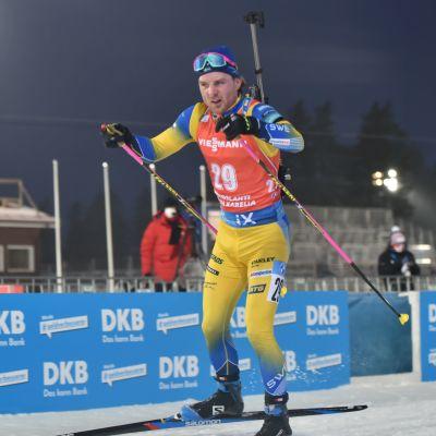 Jesper Nelin tävlar i stafett.