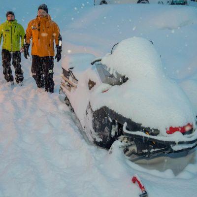 Frivilliga räddningsarbetare från Norsk Folkehjälp i Tamokdalen.