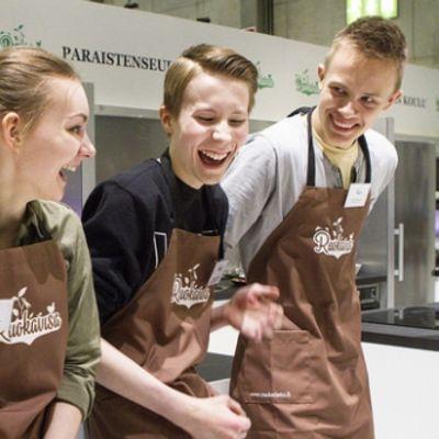 Voittajajoukkue eli Petja Paananen, Antton Kiviniemi, Vanessa Mäkiharju ja Anna-Maria Haataja.