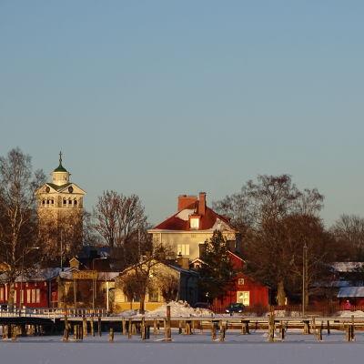 Gamla stan i Ekenäs sedd från havet.