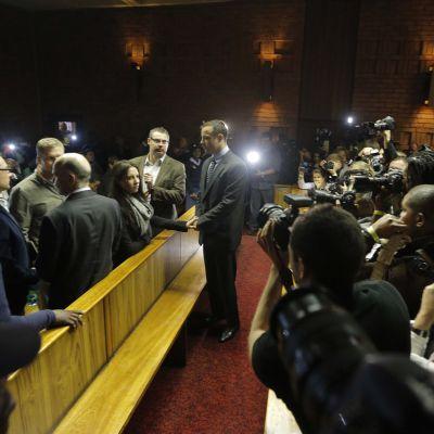 De paralympiska sprintern Oscar Pistorius i rättssalen.