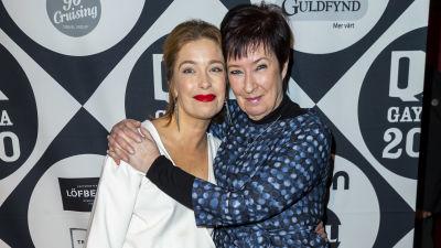Annika Strandhäll tillsammans med Mona Sahlin på röda mattan.