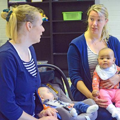 Cia Sandström med Elisia och Peggy Kusénius med Pollyanna.