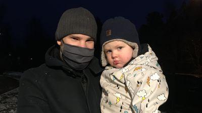 Pappa Christoffer Lignell med sonen William.