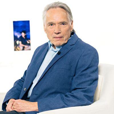 Suomalainen diplomaatti Tapani Brotherus pelasti työtovereineen tuhansia pakolaisia Chilen sotilasjuntan kynsistä 1970-luvulla.