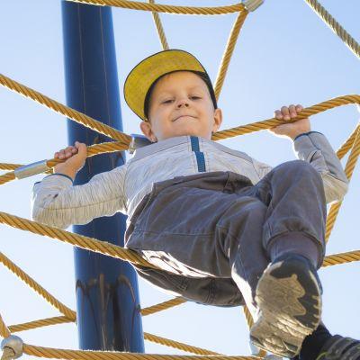 Siansaksallaan 4-vuotiaana somessa sydämiä sulattanut Turo Sipilä ei koulun alkua stressaa.