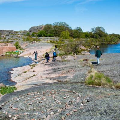 Insjön på Björkö kom till på 1700-talet till följd av landhöjningen.
