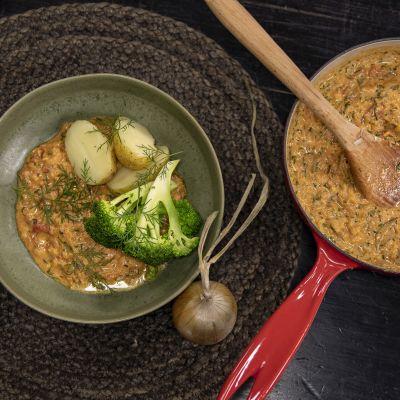 Tomatgryta med broccoli och potatis